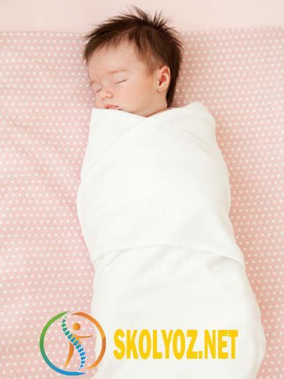 Yenidoğan Bir Bebeği Kundağa Sarmak Doğru mudur?